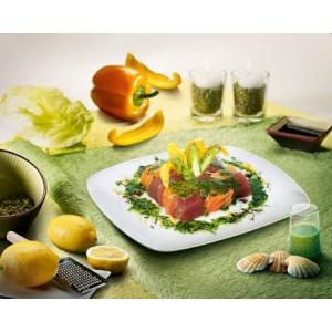 Schaakbord van tonijn en zalm met asperges courgette bloemen